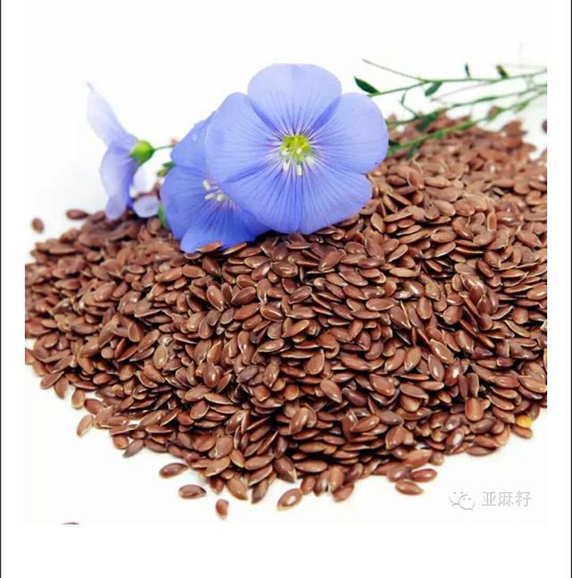 亚麻籽油的吃法,厨房有了亚麻籽油,降糖降压又美容,你会用吗?