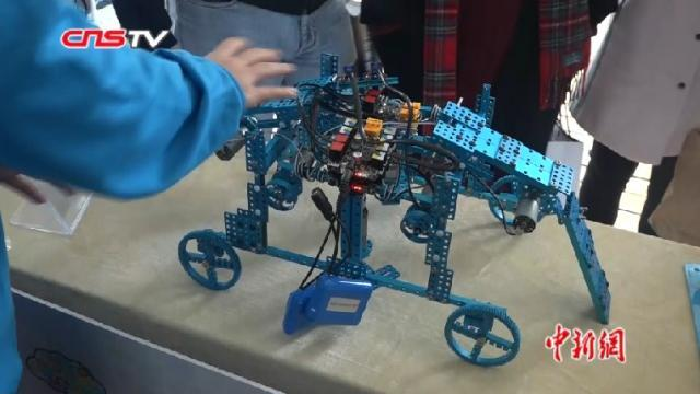 vr创客,VR创客教育进校园 安徽中学生学生打造百变机器人