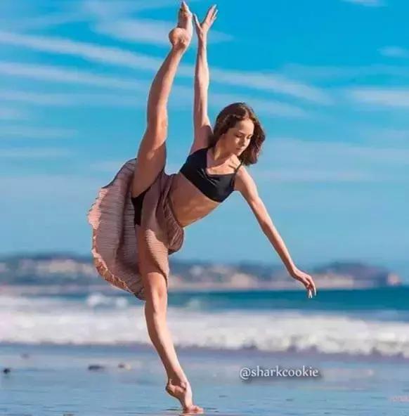 舞蹈的特征,为什么跳舞的人,一眼就能辨别出来?