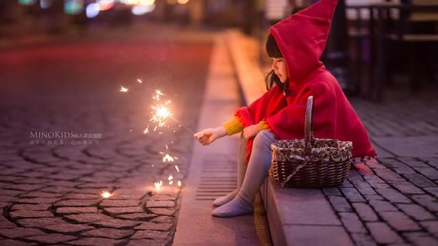 卖火柴的小女孩图片,〖儿童摄影夜景〗 『希望』—— 卖火柴的小女孩