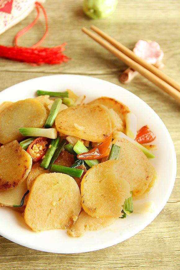 """米片的吃法,米豆腐好吃又美味的做法:青蒜苗炒米豆腐简单有下饭一个字""""美"""""""