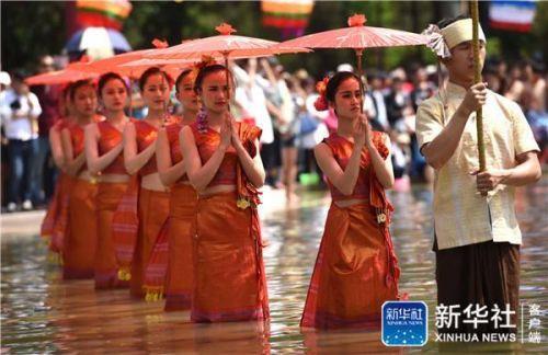 傣族的传统节日是什么,泼水节是哪个民族的节日?为什么要过泼水节、浴佛节