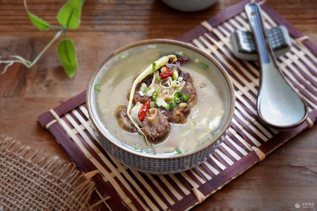 牛尾汤怎么做,牛尾汤的做法