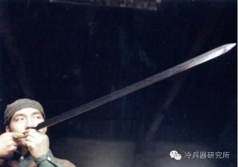 怎么做铁,中国古代的铁匠都是怎么炼铁铸剑的?