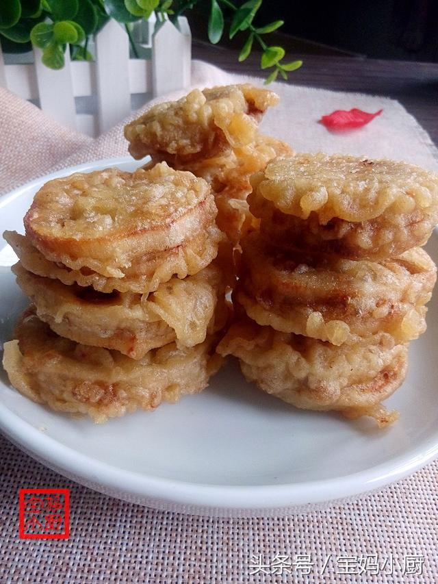 炸藕盒的做法,炸藕盒,皮酥藕脆肉香,还不用切藕夹,调糊有妙招