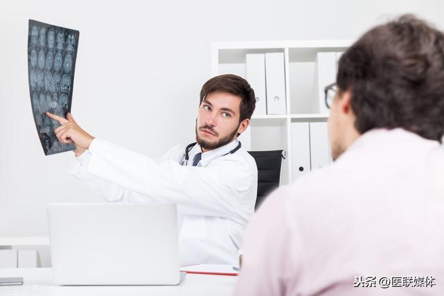 """脑梗的症状有哪些,脑梗可不经""""拖""""!若有这4个症状,赶紧上医院去吧"""