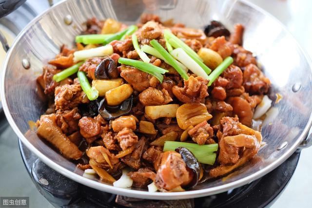 干锅鸡的做法,这么做能让干锅鸡更美味