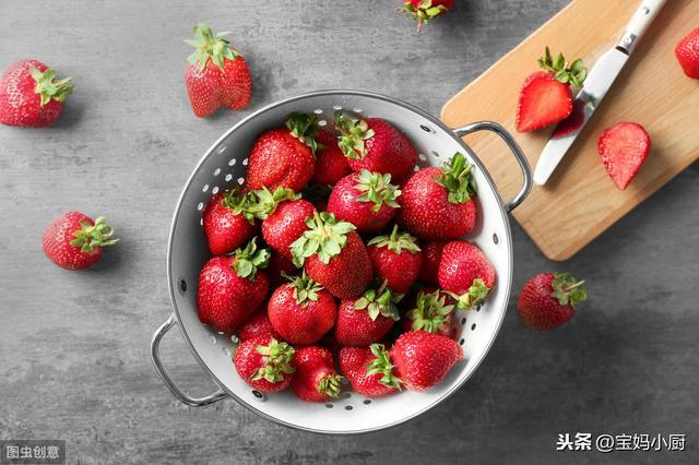 草莓的吃法,春天干燥,我家儿子迷上了草莓这吃法,一天一杯,长身体更壮实