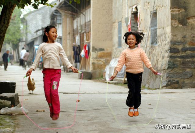 跳绳的正确方法与技巧,原来跳绳好是可以额外加分的,想要超过满分标准,看高手分享技巧