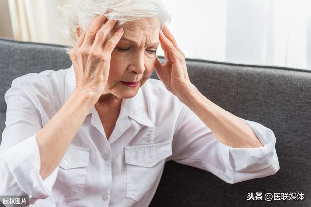 """脑梗的症状有哪些,身体有这4个表现,或是脑梗""""预兆"""",千万不要视若无睹"""