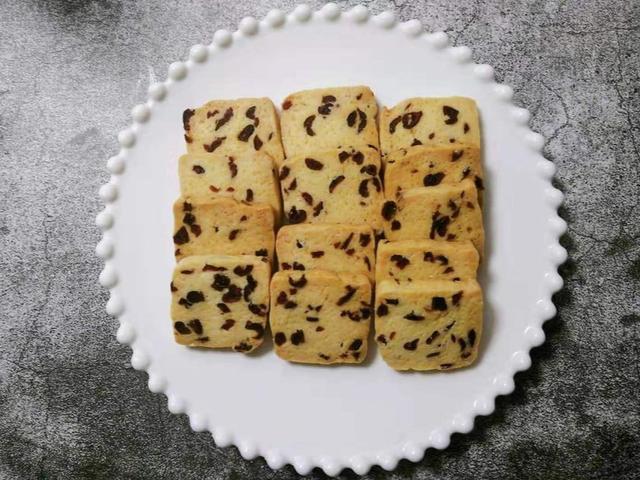 蔓越莓饼干的做法,蔓越莓饼干,一称一搅一拌一切一烤,简单5步,小白也能一次成功