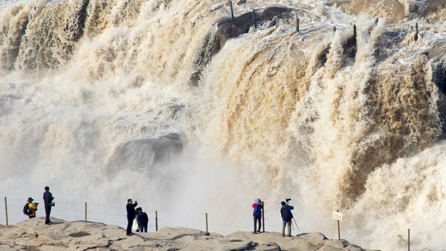 描写黄河的诗句,《我引黄河心上流》:诗歌辞赋雕刻的黄河史碑廊