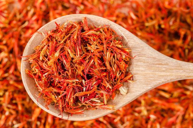 红花的功效与作用吃法,红花,活血力道大,常用于各类月经、产后妇科疾病,以及疑难杂症