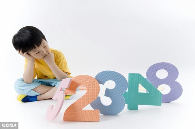 字猜个成语,简单文字组成的5道看图猜成语题目,据说众多语文老师犯错