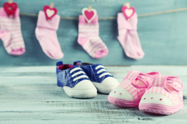 """婴儿学步鞋,宝宝学步鞋怎么选?弄清学步3阶段,牢记""""4要""""原则挑出合脚鞋"""