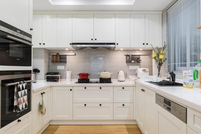厨房装修,我家厨房装修做了四个比较有争议的决定,我觉得不错,你觉得呢?