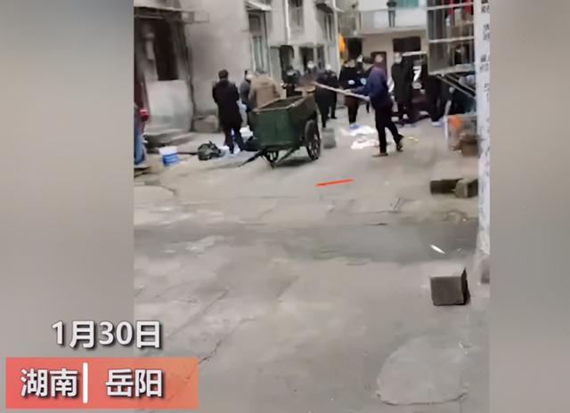 疑因感情纠纷,湖南一女子在厨房被装修工碎尸,警方通报来了