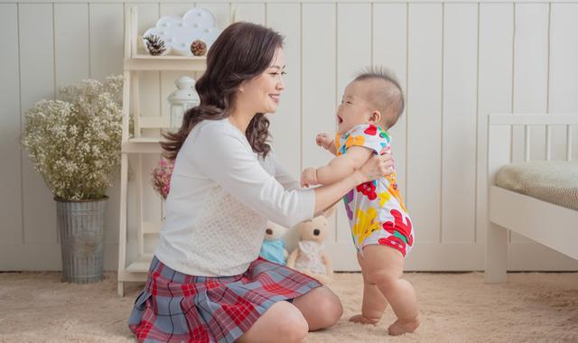 """婴儿学,宝宝学走路越早越好?走路太早除了能""""显摆"""",坏处倒是一大堆"""