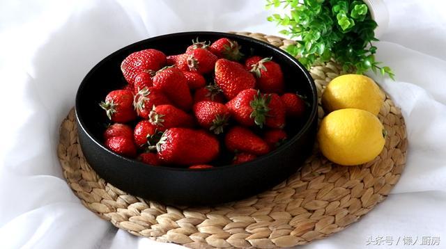 草莓酱的做法,还在买草莓酱吃吗?做法太简单了,懒哥手把手教你熬草莓酱