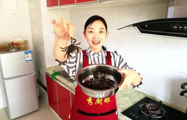 香辣蟹的做法,美厨娘分享正宗香辣蟹做法,鲜辣爽口,嘎嘣脆,就着小酒吃着真鲜