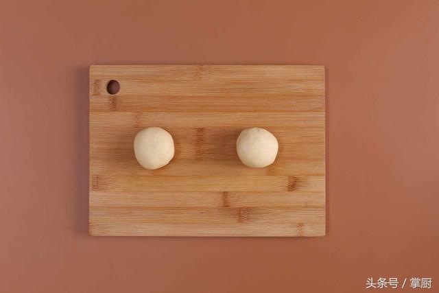面团的做法,做一个原味的面团!配上一个佛系的名字,叫麦穗!