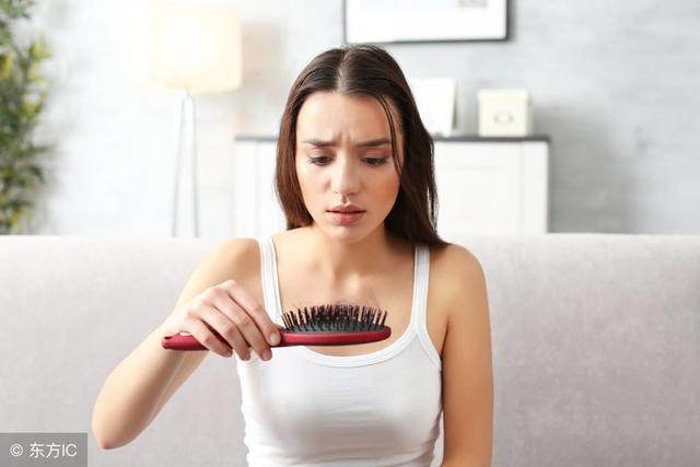 脱发的原因有哪些,脱发的原因是什么?这些原因有可能在导致你每天脱发