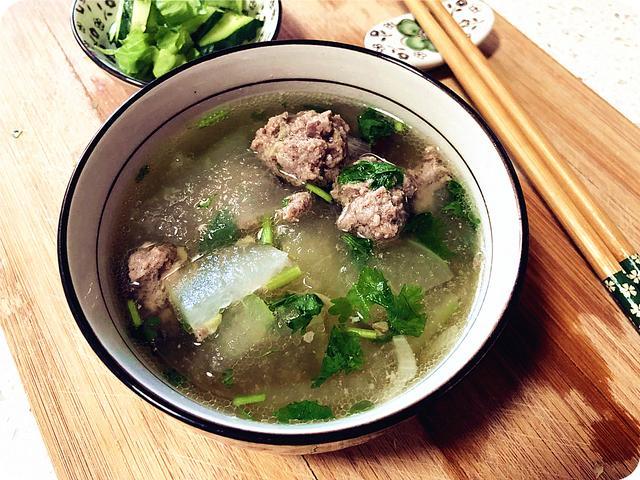 冬瓜丸子汤的做法,冬瓜丸子汤,厨房小白首次也不会失败的汤品,10分钟上桌营养美味