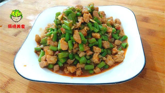 豆角怎么做,豆角有人焯水,有人直接炒,难怪不好吃,看饭店的大厨是怎么做的