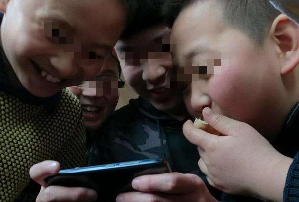 "qq群消息,小学生建立QQ群,群消息""不堪入目"",老师:""性无知""惹的祸"