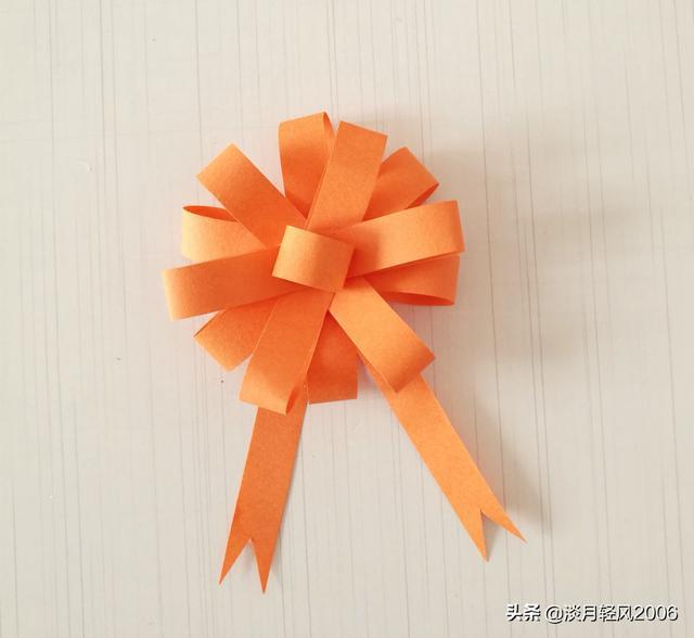 卡片怎么做,幼儿园手工,用卡纸做一朵简单的装饰花,装饰礼品盒或放在贺卡上