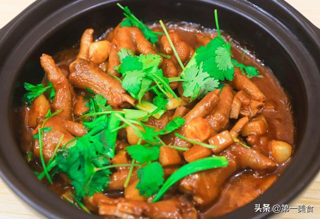 鸡脚的做法,厨师长教你鸡爪的好吃做法,不炸不烧直接煮,滑嫩Q弹香味足