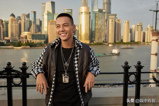 陈伟霆自嘲称自己又晒黑了,但怎么感觉变得更酷了呢? 全球新闻风头榜 第4张