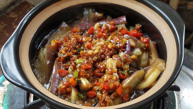 蒜泥茄子的做法,蒜蓉焖茄子,学会这个茄子的特色做法,简单好吃不油腻,超下饭