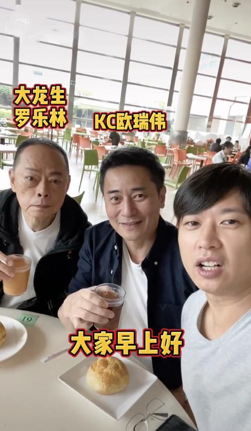 姓龙的名人,77岁大龙生罕露面,脸庞消瘦老太多!与二婚妻子同屋分居多年