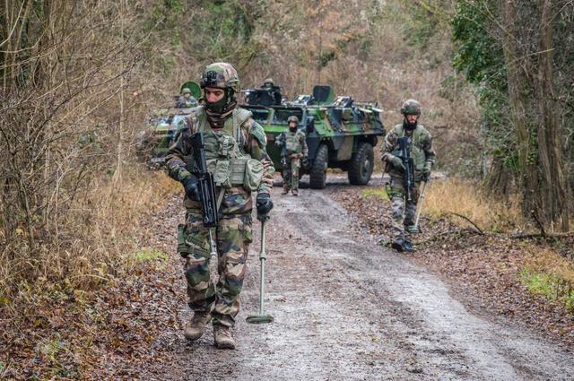 中印边境最新消息,印度率先对华亮剑,重组边境4路大军,印度专家:莫迪根本无意求和