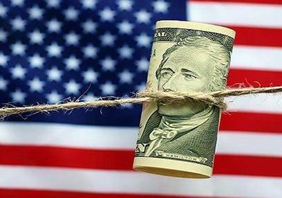 英国为了更好地达到自身要求疯狂包装印刷美金,增加美金注入全世