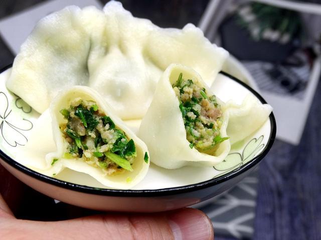 牛肉馅饺子怎么调馅,牛肉饺子馅用什么做配菜好?加入3种蔬菜,牛肉馅鲜美爆汁无膻味