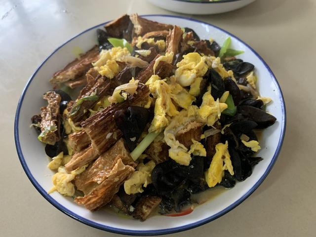 黑木耳的吃法,炒木耳时,总是炸锅溅油,大厨:多加这一步,木耳香嫩又好吃