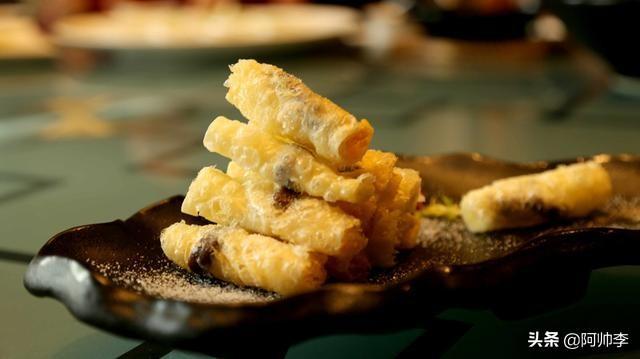 蒸乳扇的吃法,来云南没有吃过这种小吃真的超级遗憾
