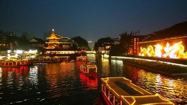 秦淮的诗,3个描写南京的传世名联,文采飞扬,令人感受六朝古都的魅力