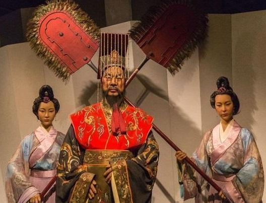 """疯狂的名人,他在大山里当了9年""""土皇帝"""",后宫妃嫔55人,抓捕人员:太疯狂"""