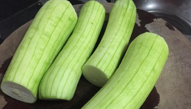 绿瓜的吃法,丝瓜5种最好吃的做法,简单美味又营养,看看你喜欢吃哪种?
