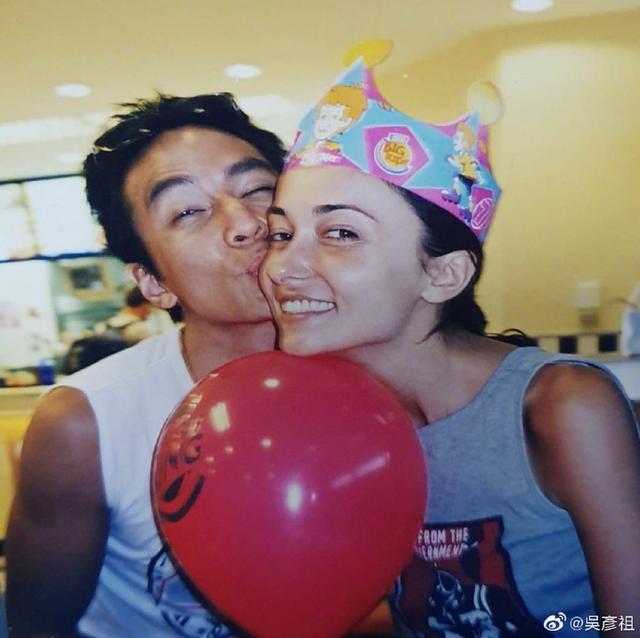 帅哥吴彦祖依旧逃不掉掉发,晒出20年前的合照为老婆庆生,感叹 全球新闻风头榜 第2张