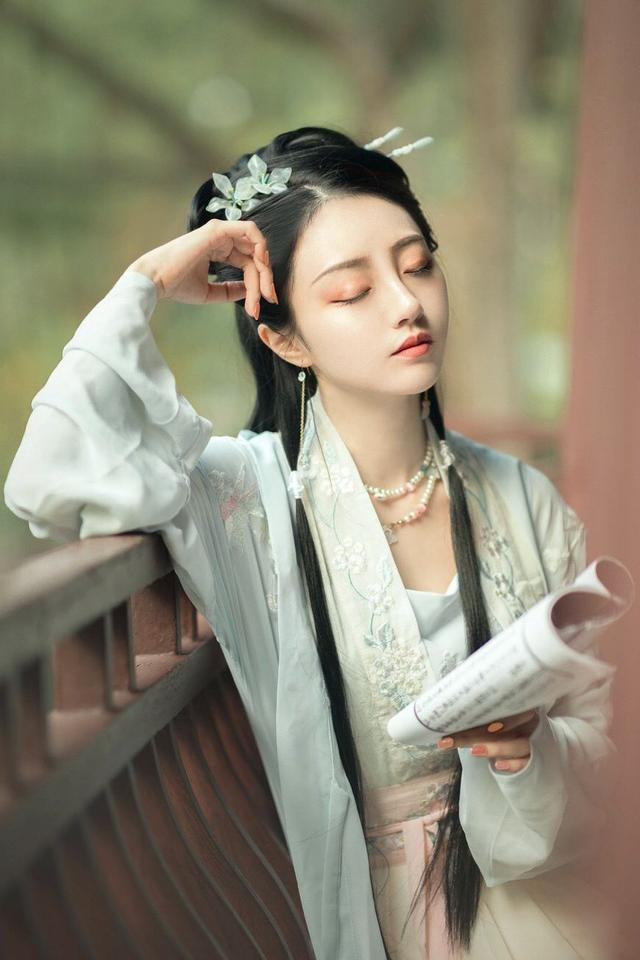 """笄怎么读,唐诗""""犹怜最小分瓜日"""",指的是""""破瓜年华"""",到底是什么意思?"""