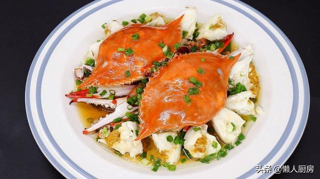 梭子蟹怎么做,又到了吃螃蟹的季节,30元买2只梭子蟹,做了一盘葱油梭子蟹
