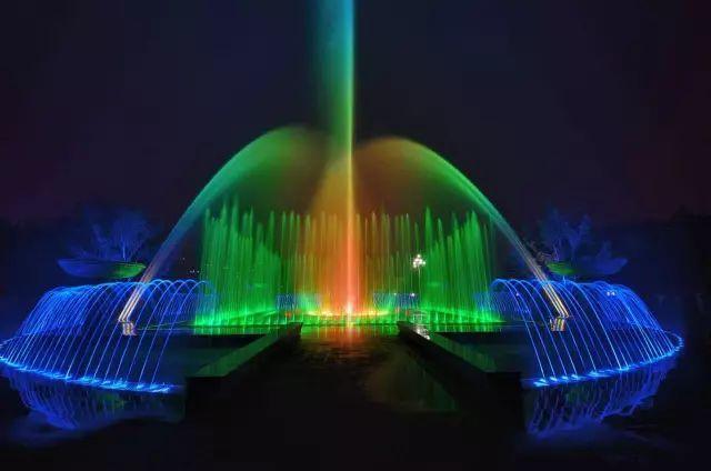 喷泉图片,【美图】世界上最著名的38个喷泉,叹为观止!