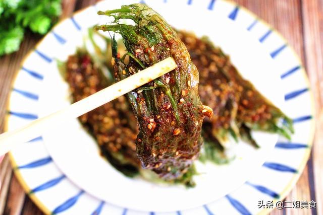 小茴香的吃法,茴香最好吃的做法,简单一拌,比烤肉还香,解馋还不腻,孩子爱吃