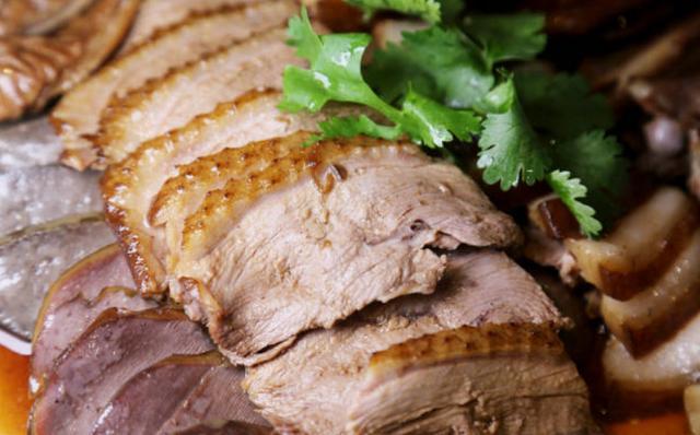 鹅肉怎么做好吃,鹅肉怎么做好吃?做粤式碌鹅吧,做法和配方都告诉你,原汁原味