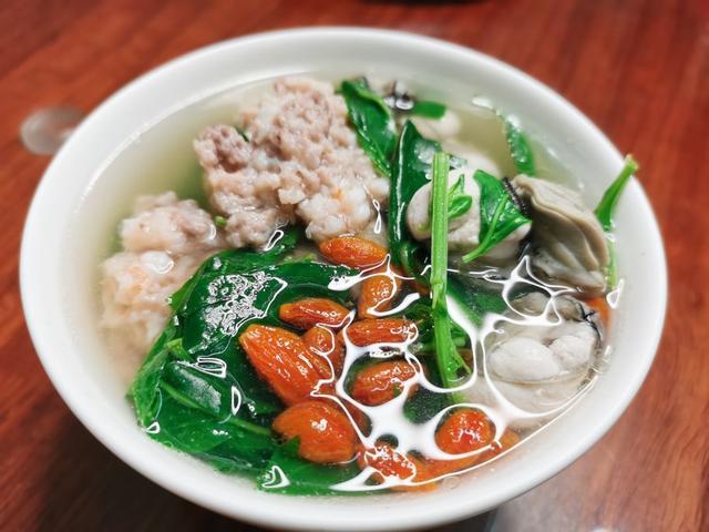 枸杞叶的吃法,三鲜枸杞叶汤,养肝明目,味道鲜美,做法简单,建议多为家人准备