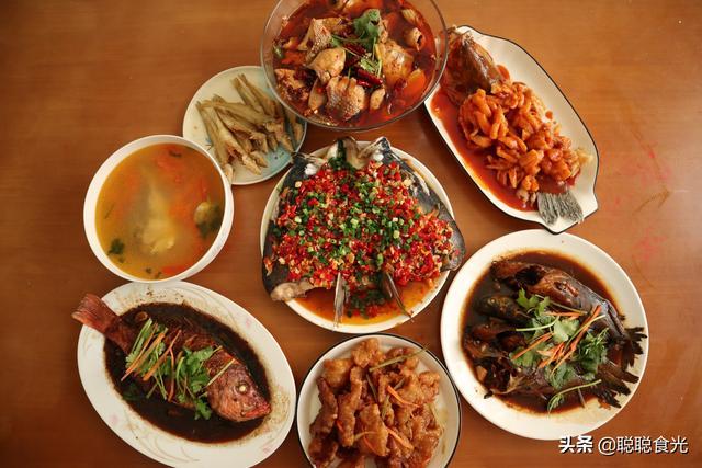 """鱼类品种,年夜饭媳妇给全家做全鱼宴,8种鱼8种做法,寓意""""年年有余"""""""